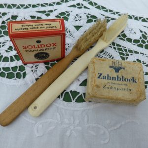 toothbrush-498220_1920