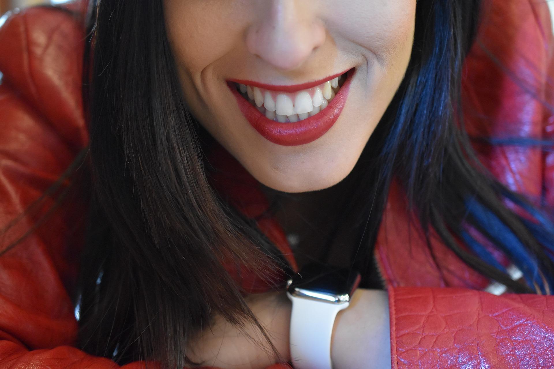 歯ぐきが下がった、歯ぐきが黒いとはおさらば。調和のとれたエマージェンスプロファイルの秘密