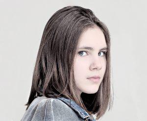 young-girl-2143037_1280