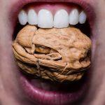 差し歯のセラミックが欠けてしまうのはなぜ?知っておきたいセラミック破切の原因と対処法