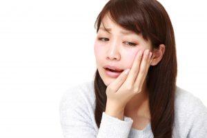 虫歯の女性