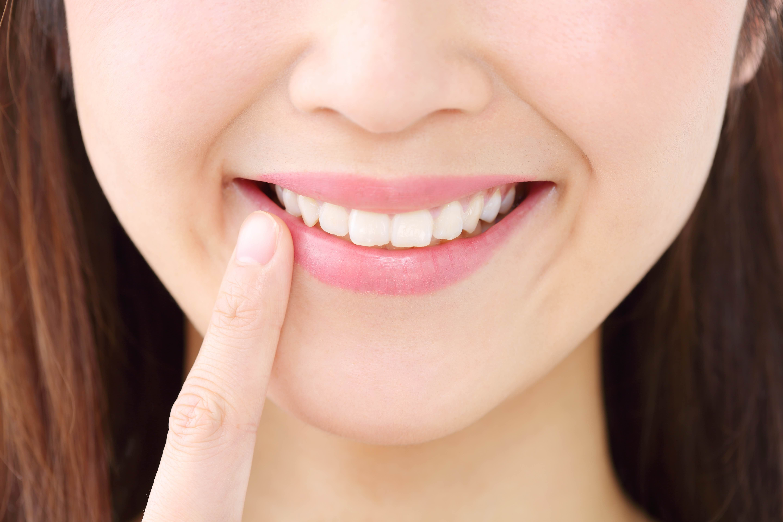 歯と歯の間に隙間ができた時、考えたい3つの治療法
