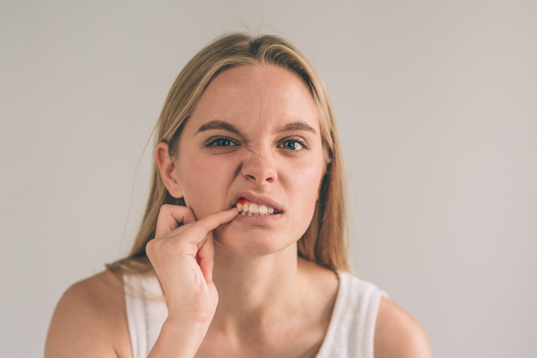 歯茎が下がって見た目が気になる場合はどうやって治す?